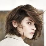 orta boy katlı saç kesim modeli