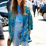 sokak modası kimono ve kot pantolon kombini 2019