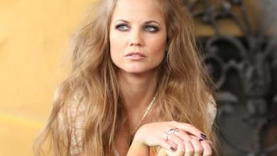 Photo of Sevdiğiniz Saç Trendi: Yarım Üst Topuz Yapımı