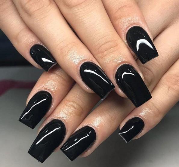 siyah parlak tırnaklar