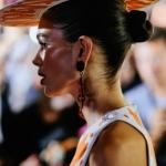 yaz modası trend topuz saç modeli 2019