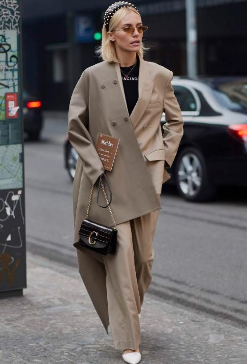 ilkbahar yaz sokak modası takım elbiseler 2020