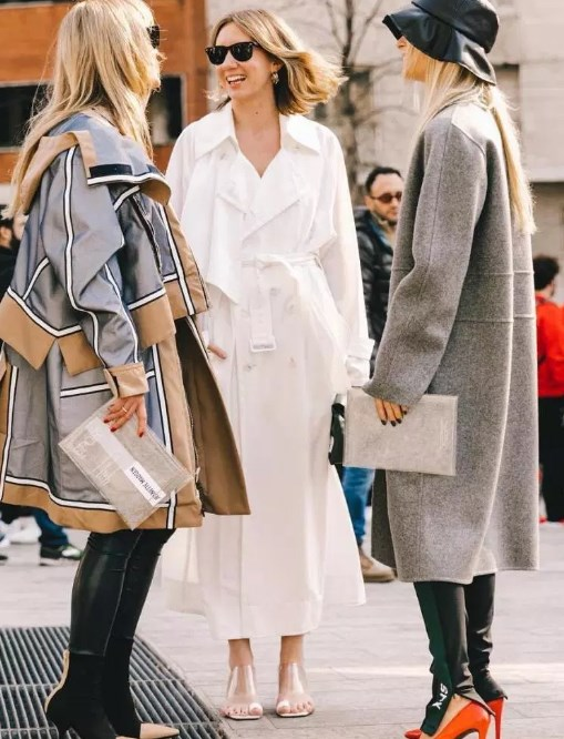 Trençkotlar ile giyebileceğiniz ilkbahar kıyafetleri 2019
