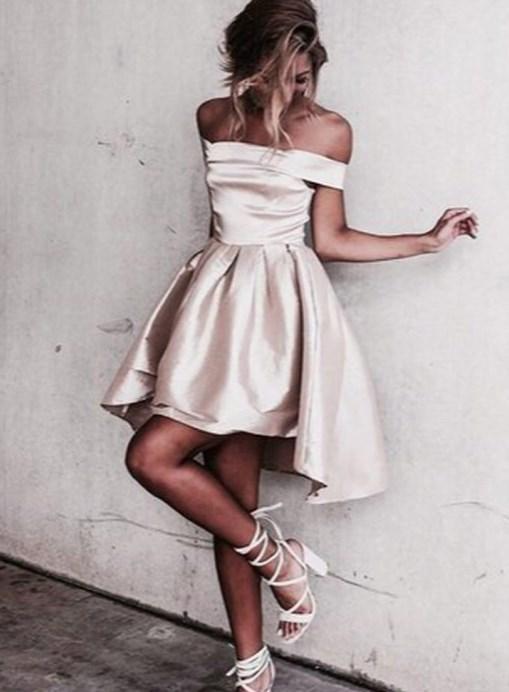 93367671fb42e Geleneksel kabarık midi elbiseler de çok popüler. İster straplez ister V  yaka şık abiye elbise tasarımları bulabilirsiniz. Su yeşili, aldın ve gümüş  metalik ...