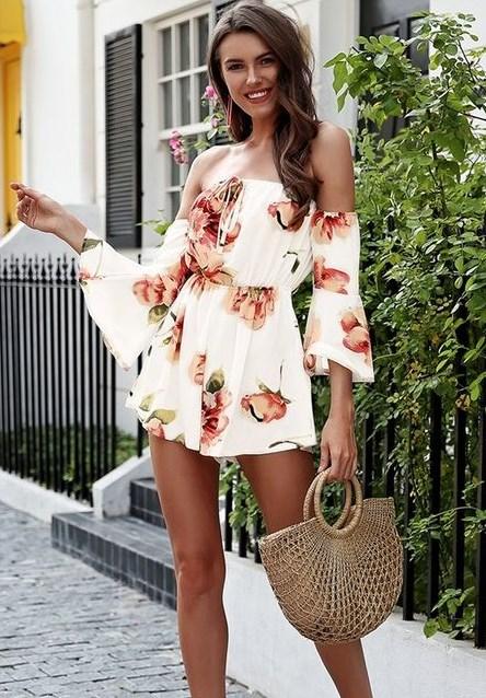 beyaz çiçek desenli yazlık kısa elbise