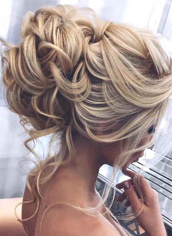 mezuniyet balosu için kabarık saç modelleri 2019
