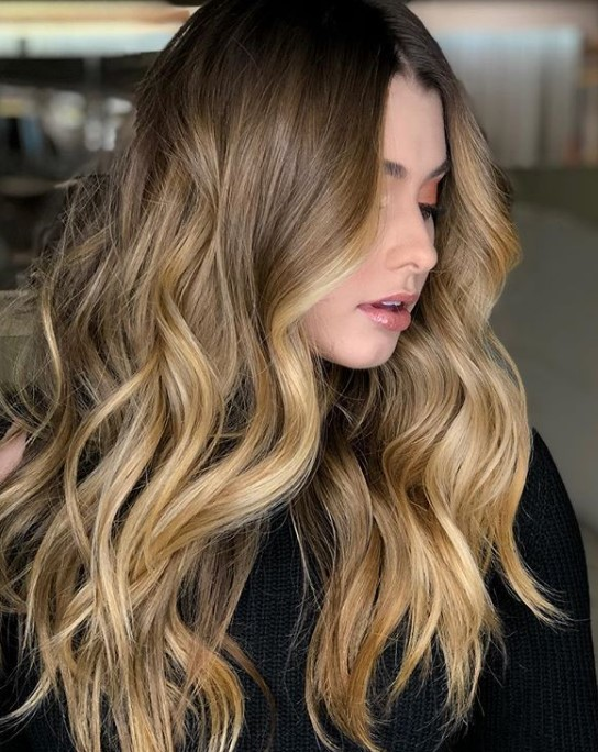 beyaz tenliler için saç renkleri 2020