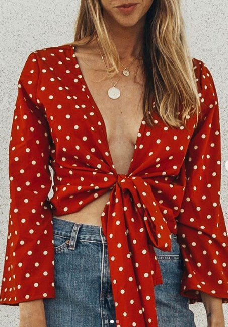 önden düğümlü kırmızı bluz