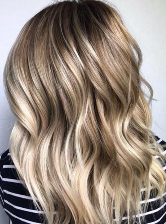 Saçlar Düzleştirici ile Nasıl Dalgalı Yapılır