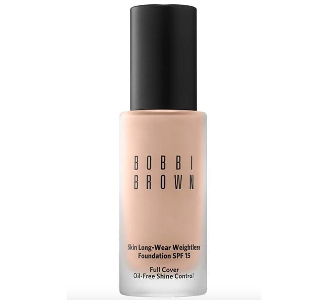 Yağlı ciltler için Bobbi Brown Skin Uzun Süren Ağırlıksız Fondöten SPF 15