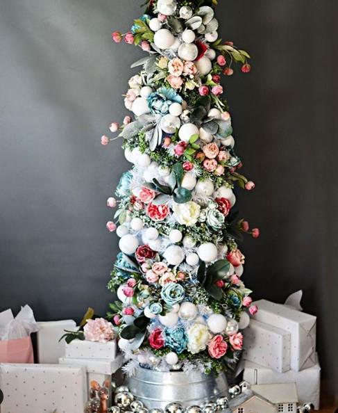 çiçekli yılbaşı ağacı dekorasyonu 2020