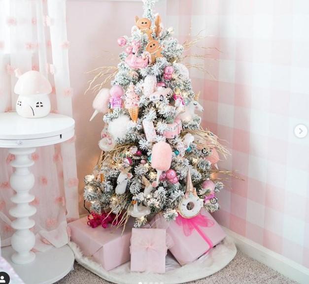 küçük yılbaşı ağacı dekorasyonu