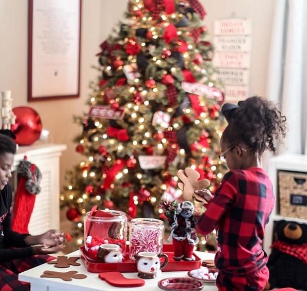 kırmızı yeşil yılbaşı ağacı dekorasyonu fikirleri